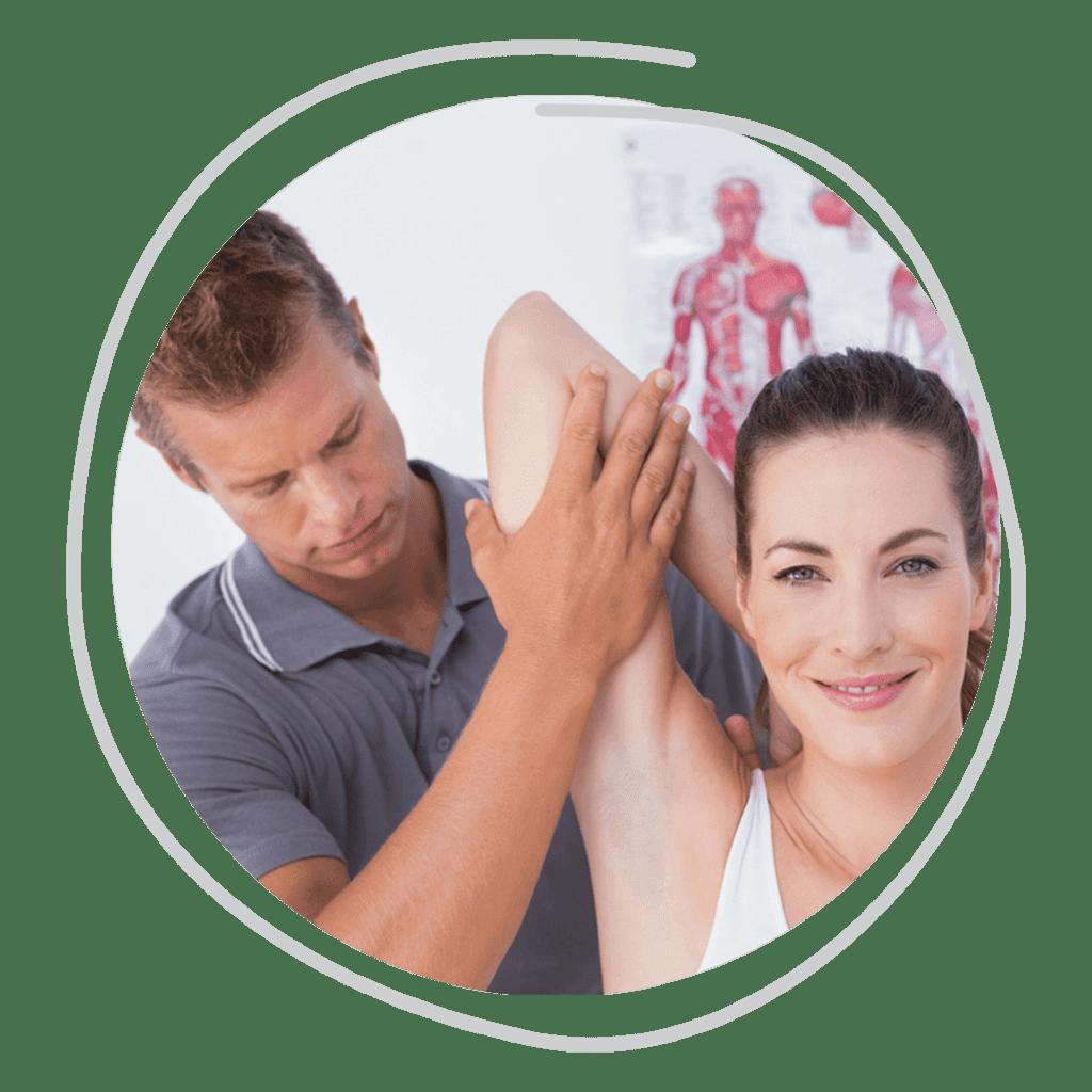 quiropraxista alongando paciente